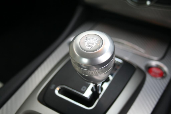 Jaguar Chrome Gear Knob With Growler Emblem